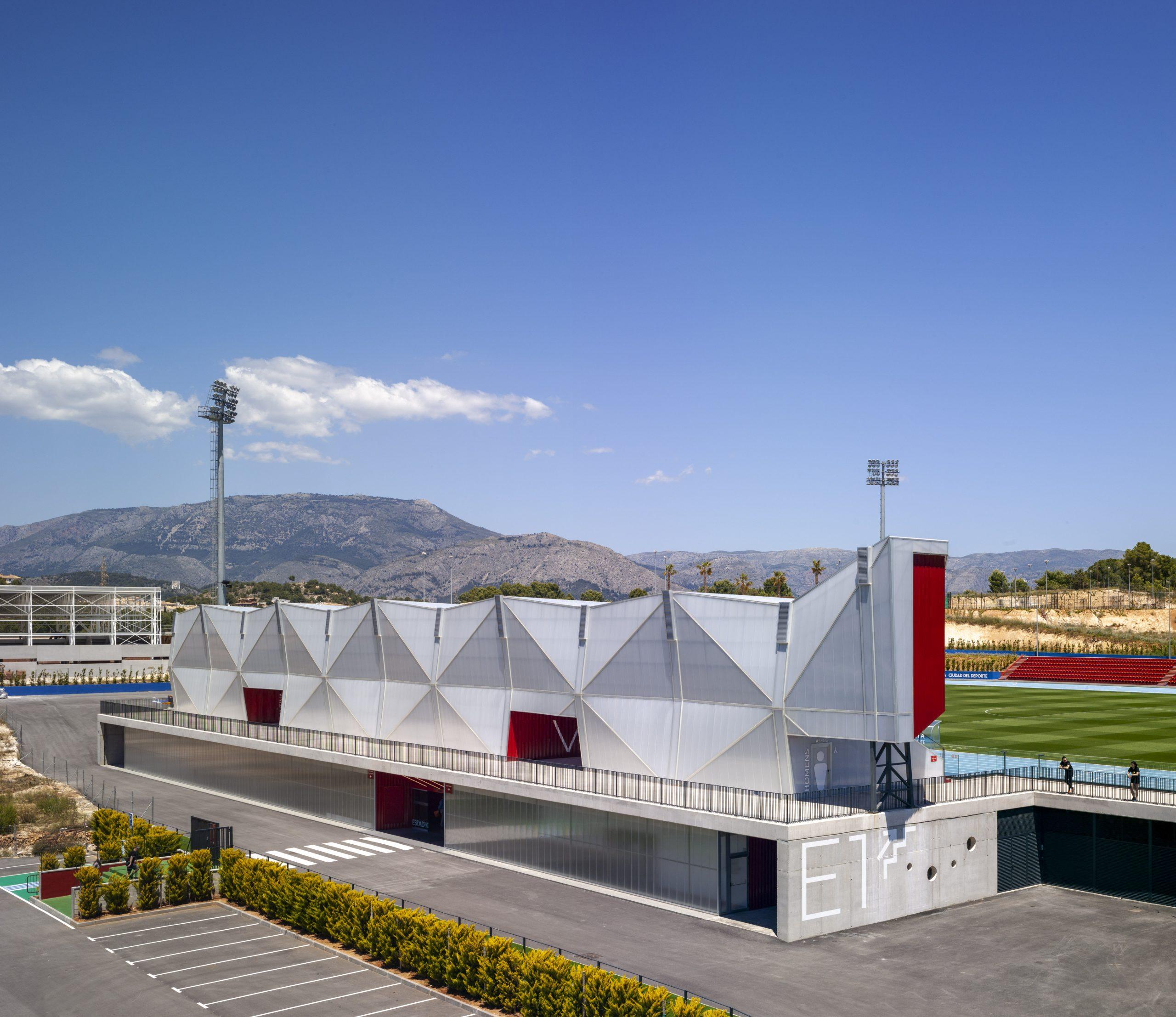 Estadio Olímpico y campo de fútbol. Arquitectura deportiva de Crystalzoo